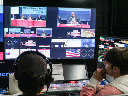 HOW MASS COMM STUDENTS HELPED TO PRODUCE MEET THE CANDIDATES NIGHT
