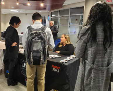 STUDENTS MEET & MINGLE WIth EMPLOYERS