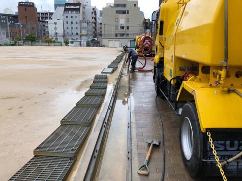 大阪市某中学校 側溝清掃