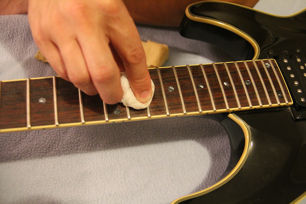 Cleaning a guitar
