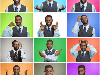 איך מחוות הגוף מעצימות את יכולת ההבעה הרגשית בשירה
