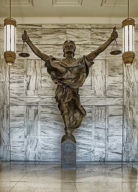 figure-of-justice-237109_1920.jpg