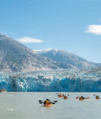 ウインドスターのアラスカクルーズでは、直接氷河の近くまで探検