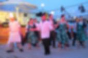ヨットデッキバーベキューの後には、船のクルー達と一緒にダンスを楽しみましょう