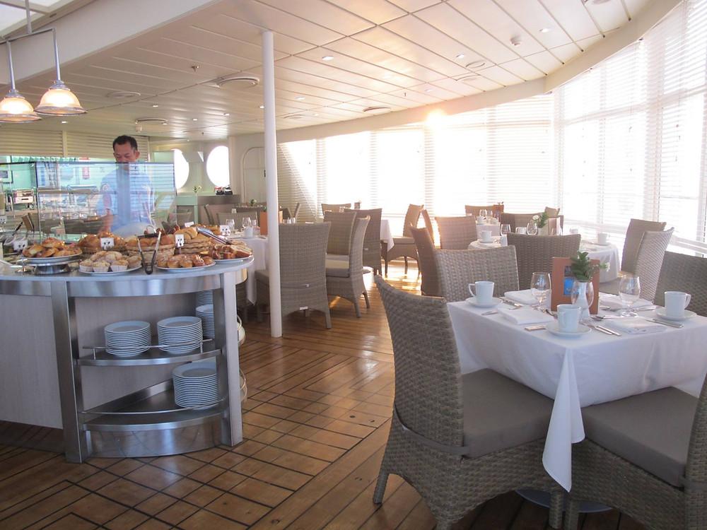 クルーズ 客船 レストラン