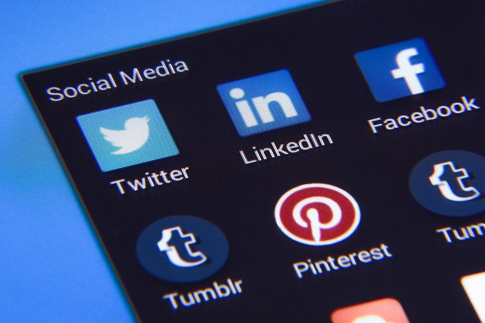 penggunaan media sosial di kalangan pekerja dan pelajar selama pandemi