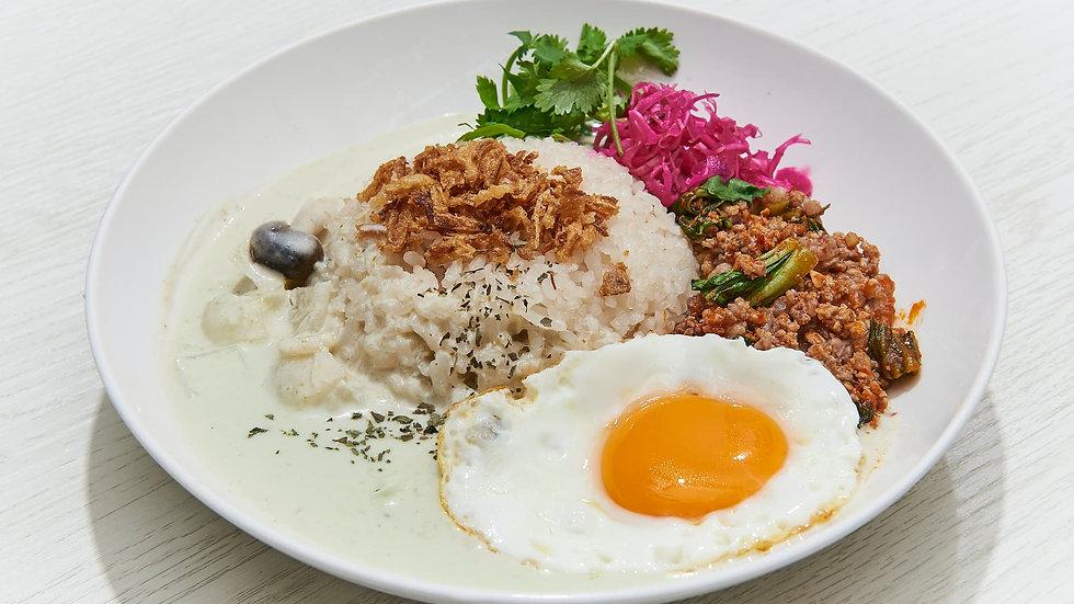 グリーンカレー&挽肉のピリ辛炒めの2種盛!
