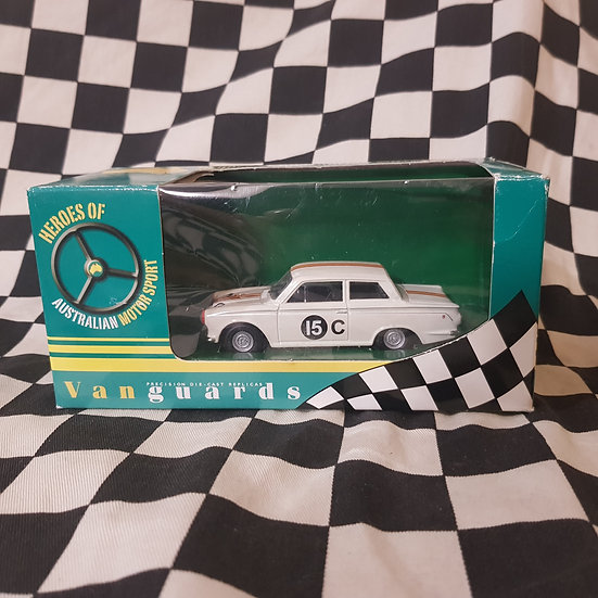 Vanguards 1:43 Bob Jane Ford Cortina MK1 GT Armstrong 500 1964