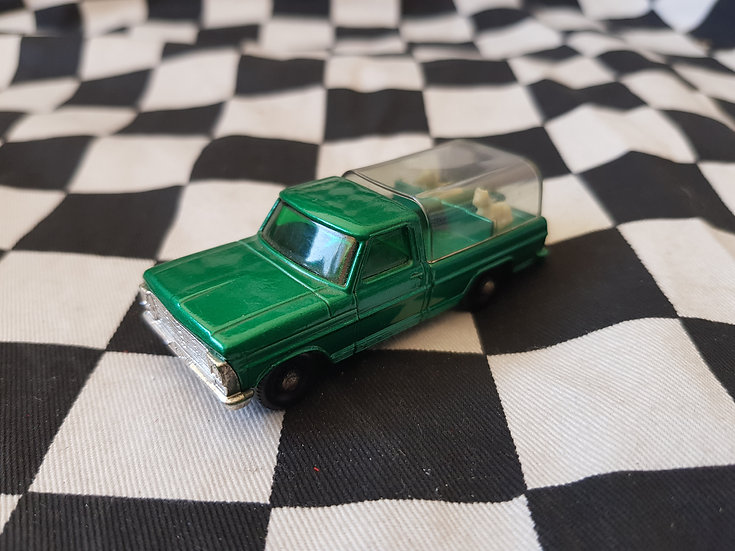 Matchbox Lesney Green F100 Kennel Truck   Mint with 2 Dogs