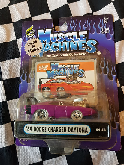 Muscle Machines CHASE White Tyre 69 Dodge Charger Daytona