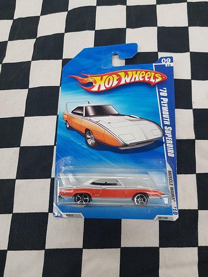 Hot Wheels 2010 Muscle Mania 70 Plymouth Superbird White/Orange
