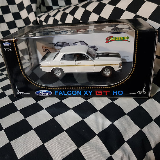 Oz Legends 1:32 Ford Falcon XY GT HO White