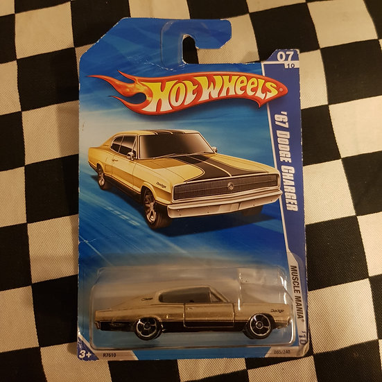 Hot Wheels 2010 Muscle Mania 67 Dodge Charger Gold