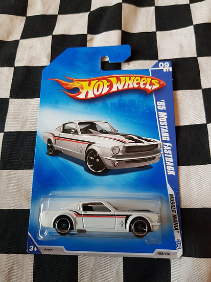 Hot Wheels 2009 muscle mania 65 Mustang Fastback
