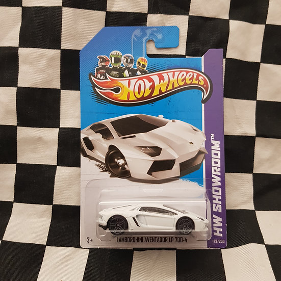 Hot Wheels 2013 Showroom Lamborghini Adventador LP 700-4 White