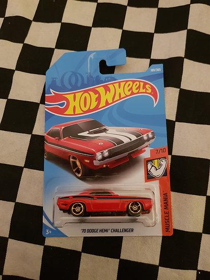 Hot Wheels 2018 Muscle Mania 70 Dodge Hemi Callenger red