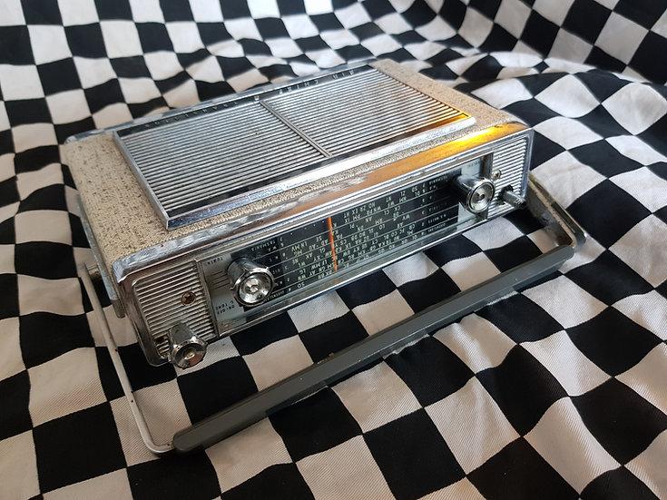 HOLDEN Air Chief Transistor 8 Picnic Radio