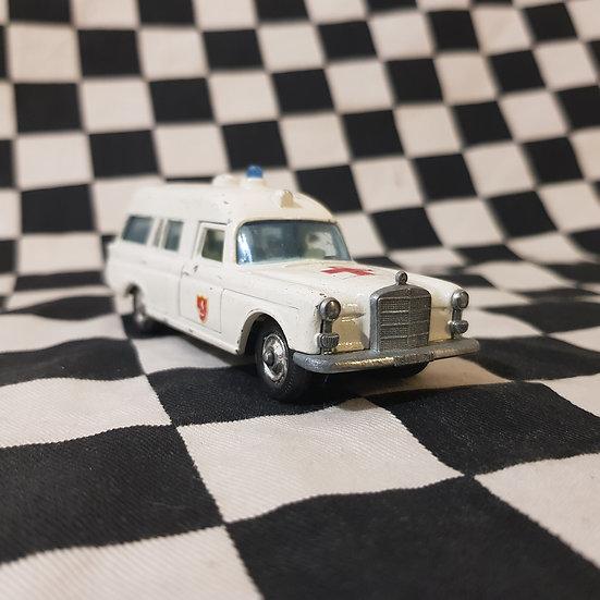 Matchbox King Size Mecedes Benz Ambulance