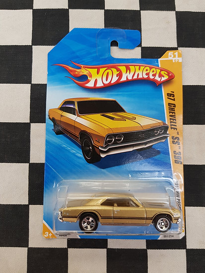 Hot Wheels 2010 First Edition 67 Chevelle SS 396 Gold
