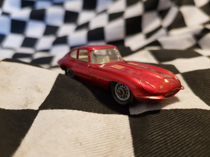 Lesney E Type Jaguar Wire Wheels Met Red Matchbox