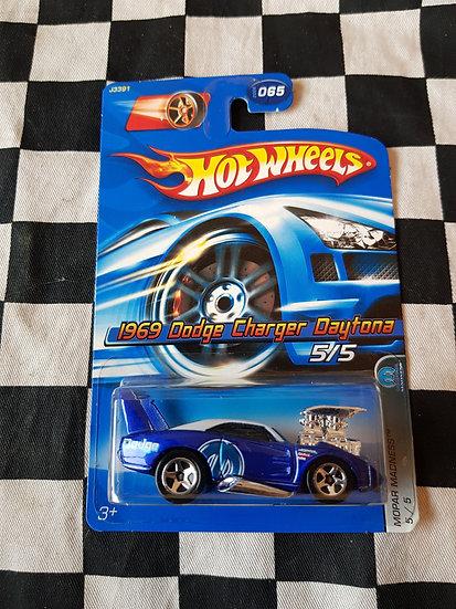 Hot Wheels 2006 Mopar Madness 1969 Dodge Charger Daytona