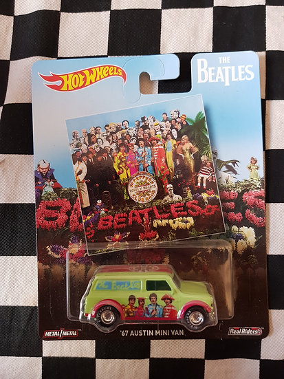 Hot Wheels Retro Entertainment BEATLES 67 Austin Mini Van SGT PEPPERS