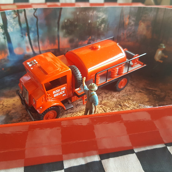 1940's Chevy Blitz Fire Fighting Tanker Truck Trux by Trax 1:50