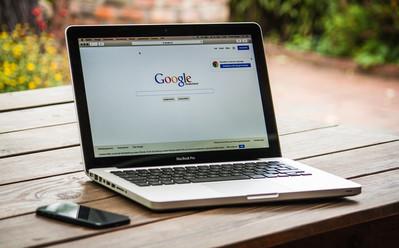 google-search-engine-on-macbook-pro-4018
