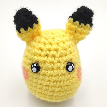 Pikachu en crochet fourré à l'herbe à chat