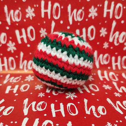 Boule de Noël en crochet fourré à l'herbe à chat