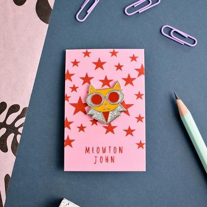 Pin's en émail MEOWTON JOHN