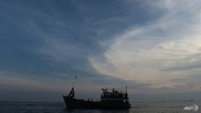 Boat Carrying Rohingya Stops On Thai Island