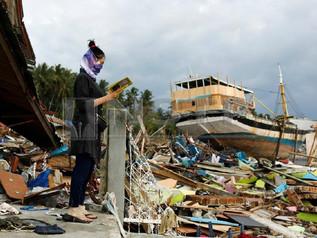 Tsunami 'Melompat' Kubah Masjid