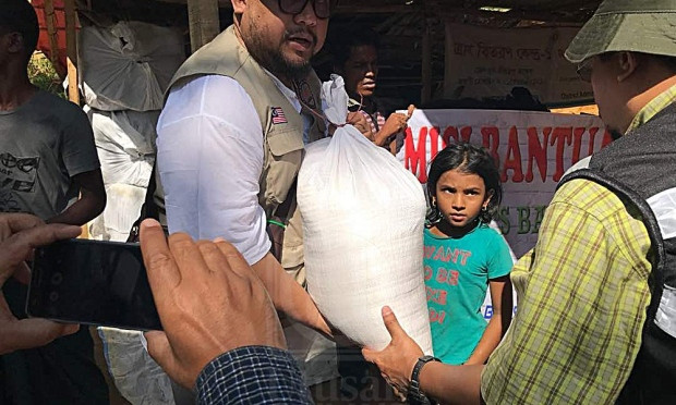 Bantuan dalam bentuk makanan dan pakaian antara yang dihulurkan oleh Yayasan Afdlin Shauki serta organisasi yang turut menyertainya.