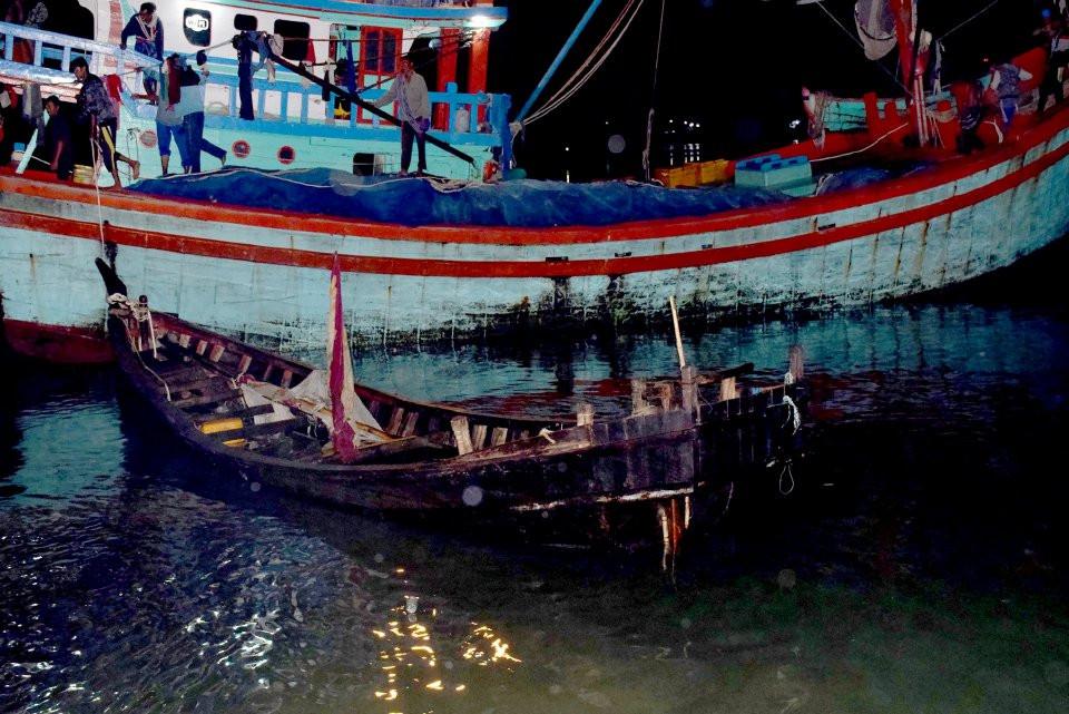 LIMA pelarian Rohingya yang terkandas hampir tiga minggu di tengah laut berjaya diselamatkan sekumpulan nelayan Indonesia
