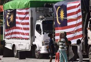 Sebanyak 10 trak misi kemanusian bencana dari Malaysia memasuki Kota Palu untuk mengedar bantuan seperti kelengkapan solat, makanan, pek kebersihan, susu bayi dan tuala wanita.