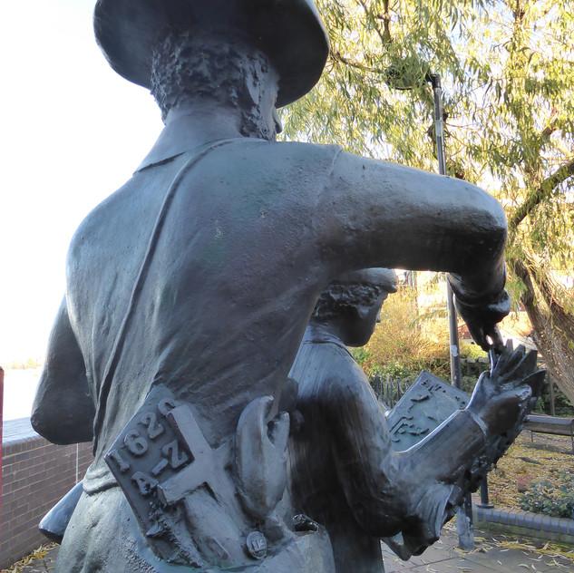 statue_pilgrim_pocket