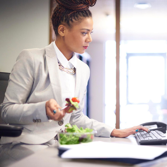 7 ways to avoid straying from a healthy diet at work