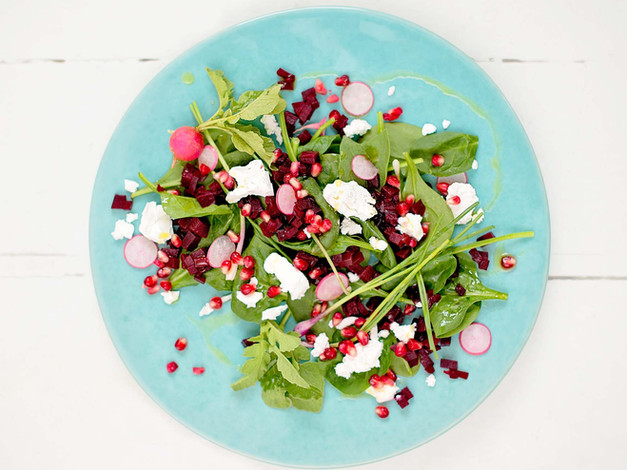 Spinach, beetroot & pomegranate salad