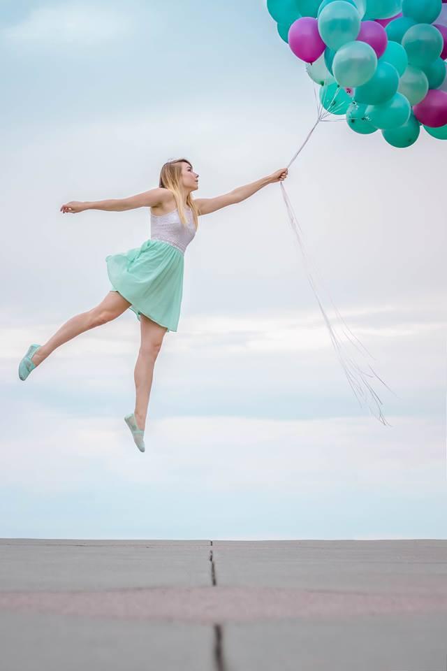 balloons levitation