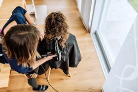 mobile Coiffeuse, mobiler Coiffeur, mobiler Coiffeur Solothrun, Coiffeur zu Hause, Styling zu Hause, Coiffeur, Coiffeuse, at home, zu Hause, Solothurn, Sabrina Burri, Visagistin