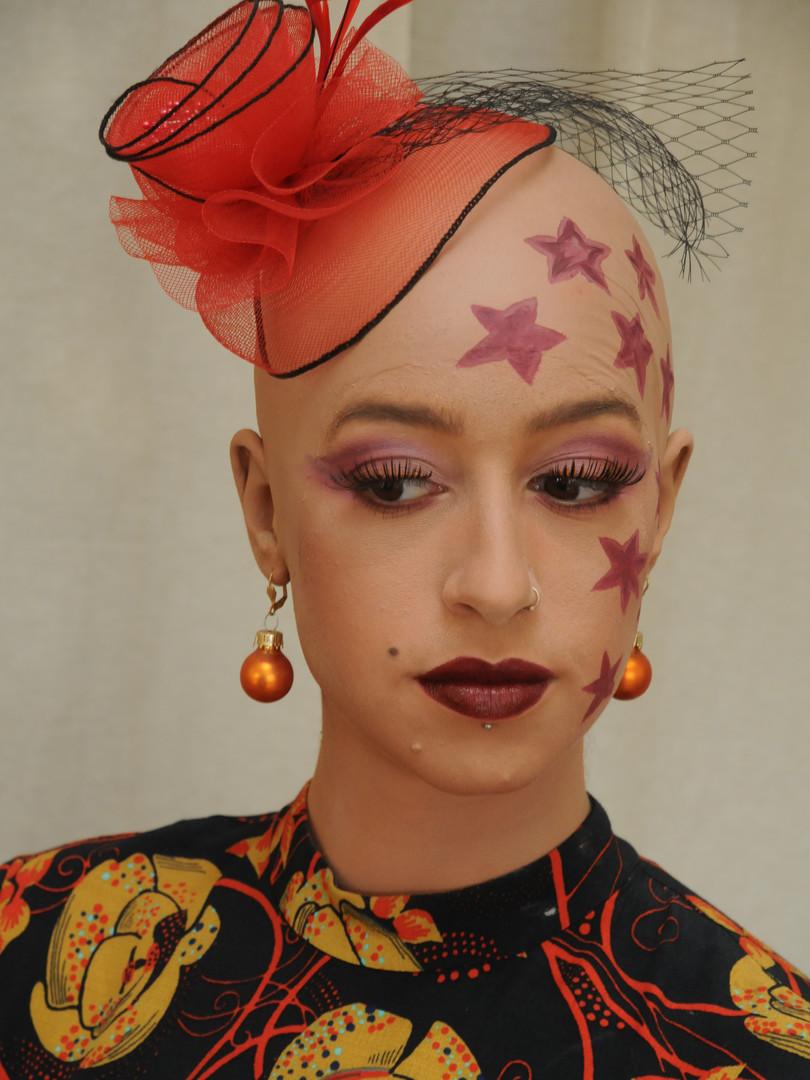 Make-up mit Glatze