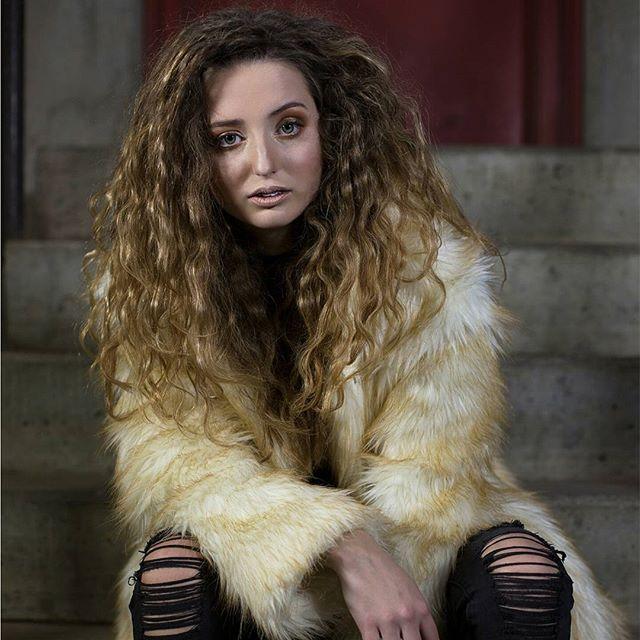 My fav photoshoot ever #lolaatthelaundry #modeling #hairstylist #hairdresser #bighair #fun #photosho