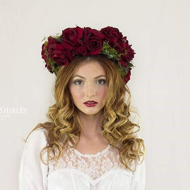 #photoshoot #photography #flowers #floralcrown #roses #hairdresser #hairstylist #curls #curlyhair #m