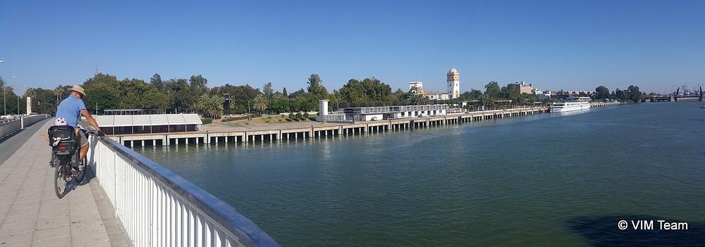 Výhled z mostu na Taneční konzervatoř