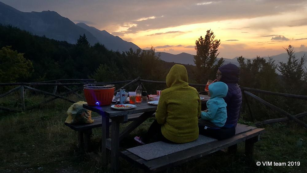 Večeře na odpočívadle nad Prati di Tivo