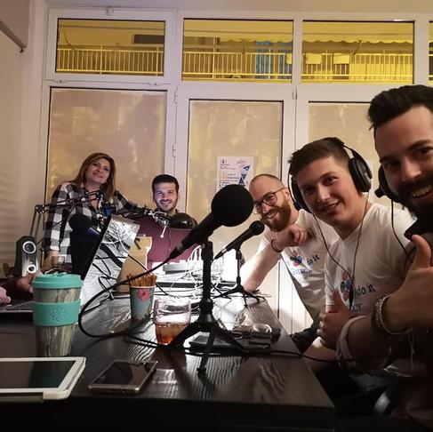 Η ομάδα του Let's do it Greece στο Phoenixradio