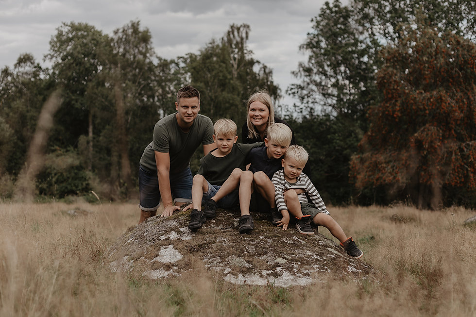 Malin Olsson med familj. aug2019_ISAMATH