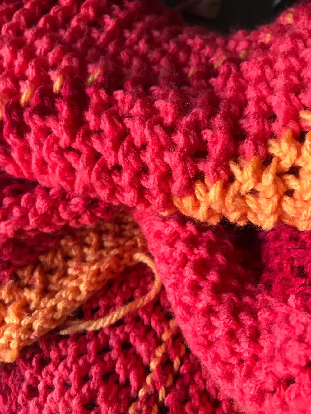 manta de tricô, colorida, jogada