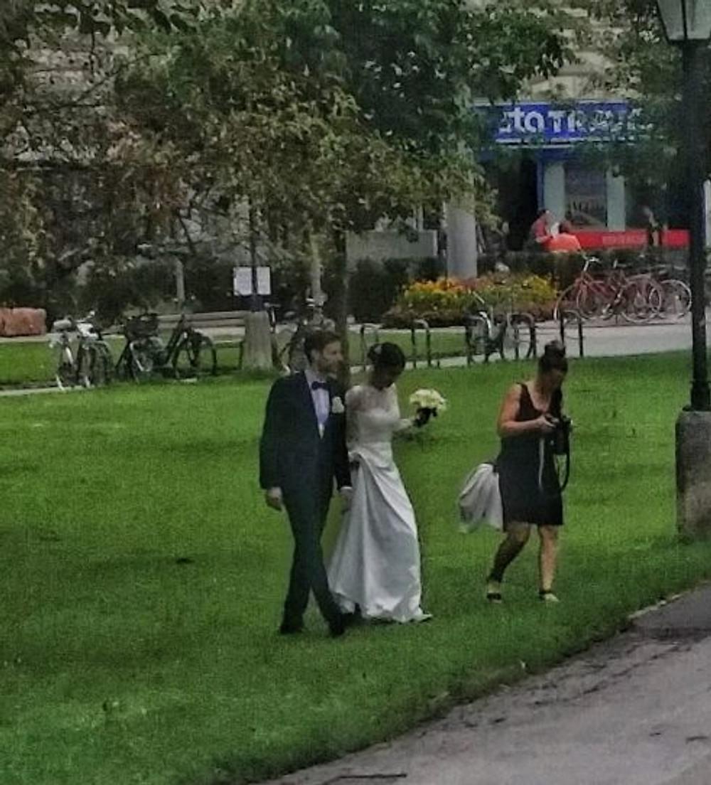 bride mirabell gardens salzburg